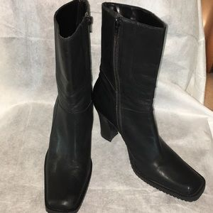 Steve Madden boots all leather Great condition